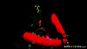 Jada Stevens – Blacklight Booty – Brazzers (6 gifs)